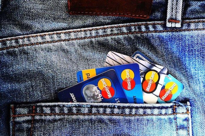 Cash of pin op vakantie
